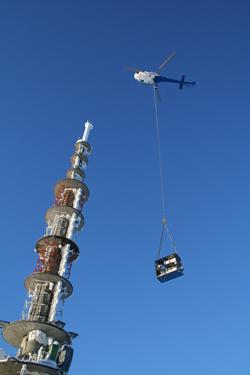Helikopterløft av utstyret til hovedsenderen i Kongsberg, Jonsknuten